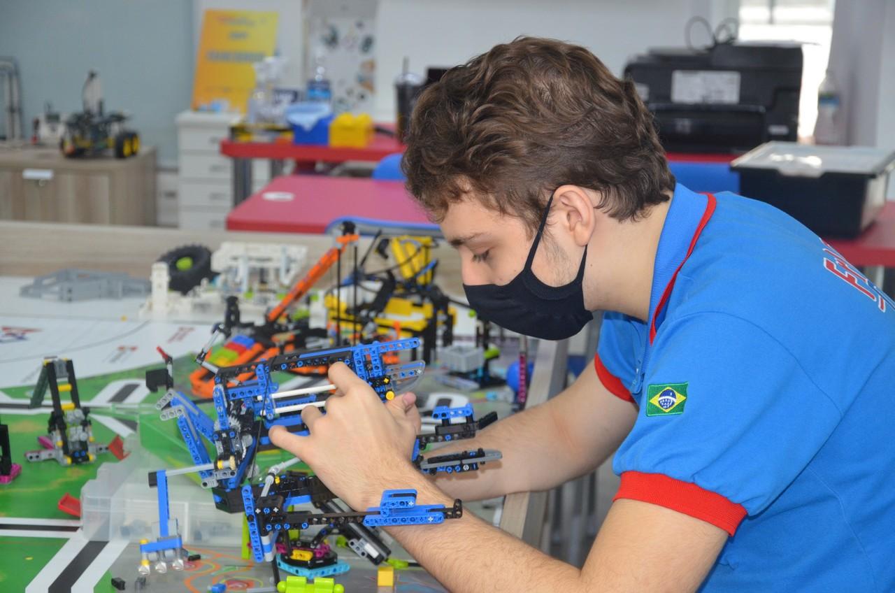 Equipe FrancoDroid busca novo título em torneio de robótica